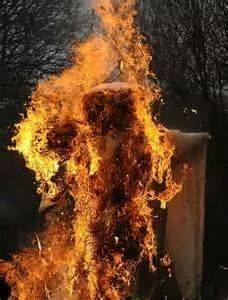 Social activists burnt the effigy of Najma Heptulla over her remarks on muslims