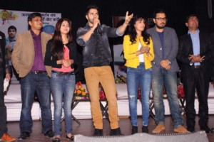 Varun Dhawan and Yami Gautam  urge Delhi students to vote in upcoming polls