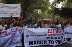 "Thousands of teachers participate in ""Jail Bharo Andolan"""