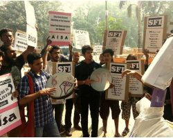 Missing JNU Student row: ABVP disrupts effigy burning in DU