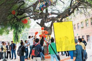 DU students worshipped disha patnai; valentines day in wilderness