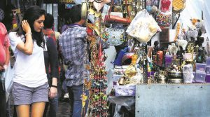 5 Cheap Street Markets in Mumbai where you can Stop to Shop