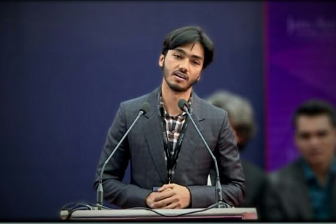 Meet this young and aspiring Jamian Poet who is the perfect linguistic amalgamation